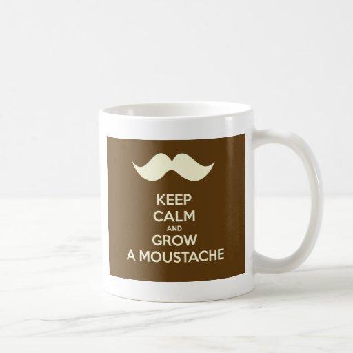 Guarde la calma y crezca un bigote taza