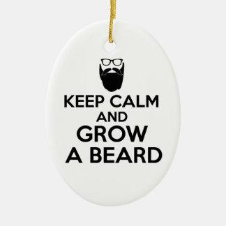 Guarde la calma y crezca una barba adorno navideño ovalado de cerámica