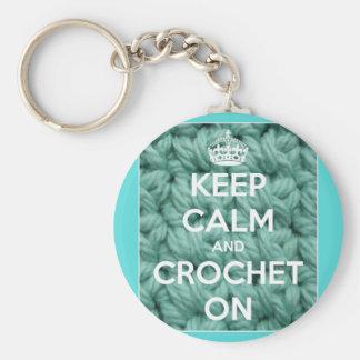 Guarde la calma y Crochet en azul Llaveros Personalizados