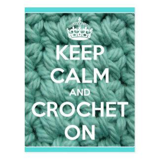 Guarde la calma y Crochet en azul Tarjeta Postal