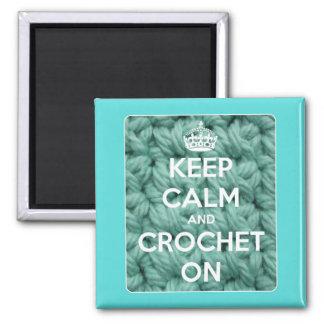 Guarde la calma y Crochet en cuadrado azul Imán Cuadrado