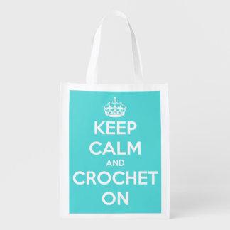 Guarde la calma y Crochet en el azul brillante Bolsa Reutilizable