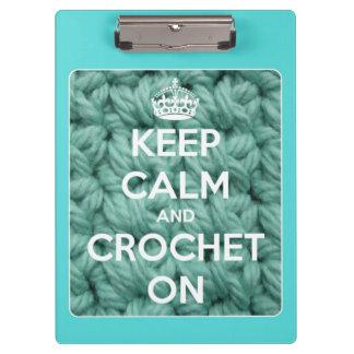 Guarde la calma y Crochet en el azul personalizado