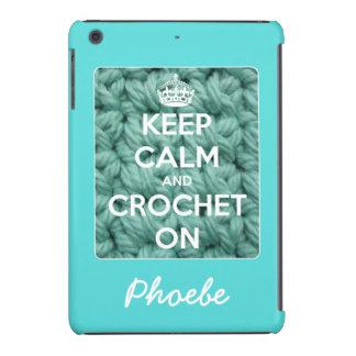 Guarde la calma y Crochet en el azul personalizado Carcasa Para iPad Mini Retina