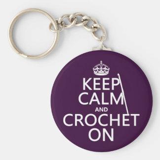 Guarde la calma y Crochet encendido Llavero Redondo Tipo Pin