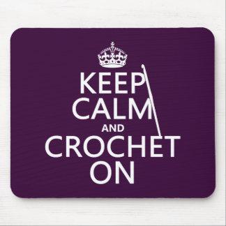 Guarde la calma y Crochet encendido Mousepad