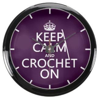 Guarde la calma y Crochet encendido Relojes Acuario