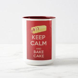 Guarde la calma y cueza el poster del vintage de taza de dos tonos