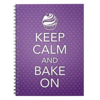 Guarde la calma y cueza en el cuaderno