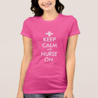 Guarde la calma y cuide en la camiseta para las mu