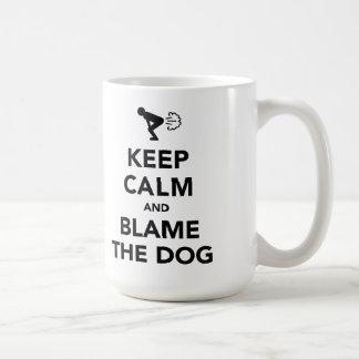 Guarde la calma y culpe el perro tazas de café