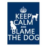 Guarde la calma y culpe el perro - todos los color tarjeta postal