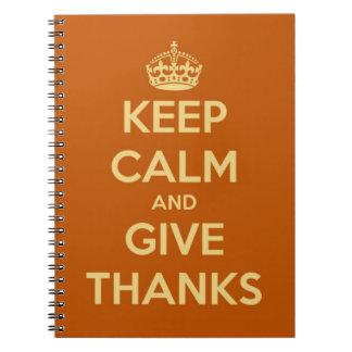Guarde la calma y dé el naranja de la cosecha de l cuaderno