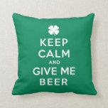 Guarde la calma y déme la cerveza cojin