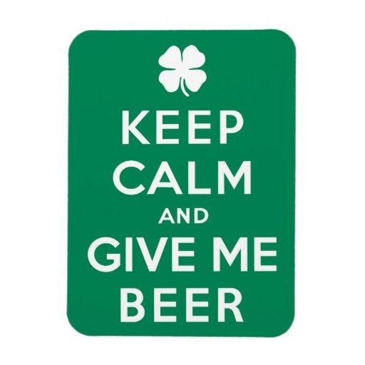 Guarde la calma y déme la cerveza imán rectangular