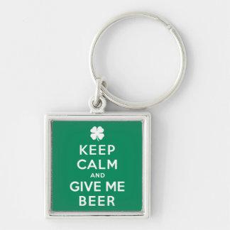 Guarde la calma y déme la cerveza llavero personalizado