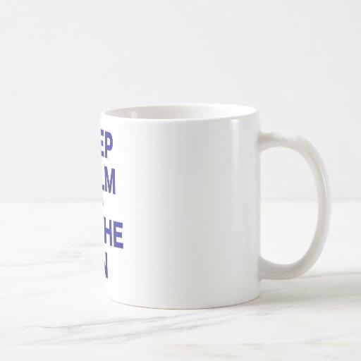 Guarde la calma y deposítela encendido taza básica blanca