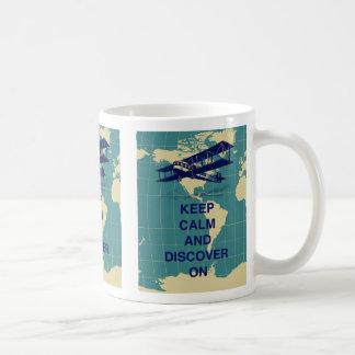 Guarde la calma y descúbrala en la impresión de taza