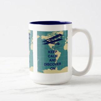 Guarde la calma y descúbrala en la impresión de taza de dos tonos