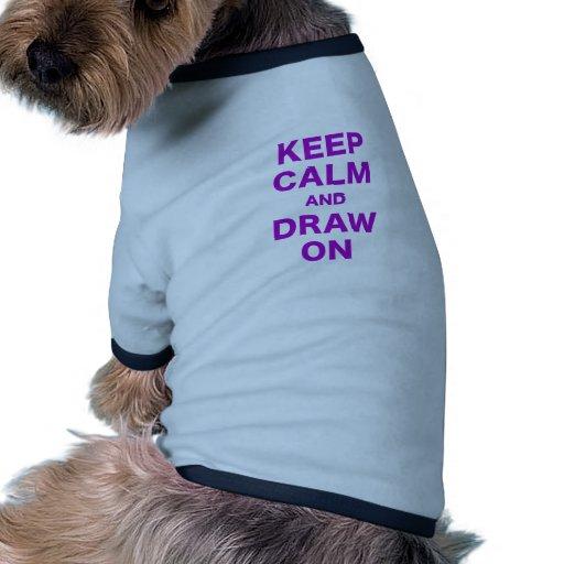 Guarde la calma y dibuje encendido camiseta con mangas para perro