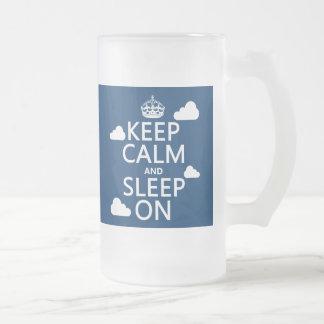 Guarde la calma y duerma en el color del personal taza de café
