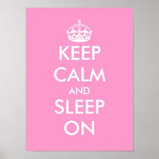 Guarde la calma y duerma en el poster del sitio de