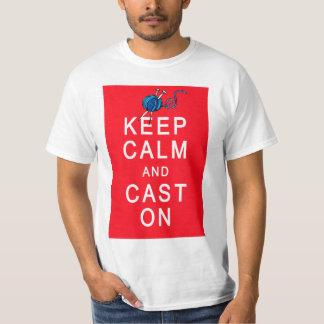 Guarde la calma y eche en la camiseta o el regalo