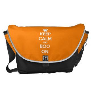 Guarde la calma y el abucheo encendido bolsas messenger