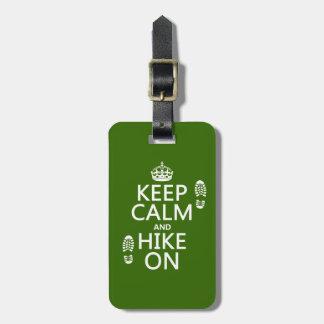 Guarde la calma y el alza en (cualquier color de f etiquetas bolsa