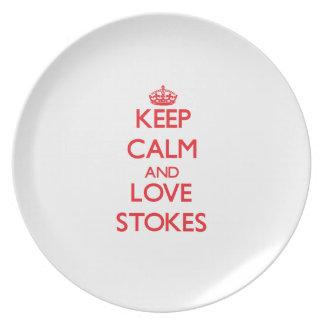 Guarde la calma y el amor alimenta plato de comida