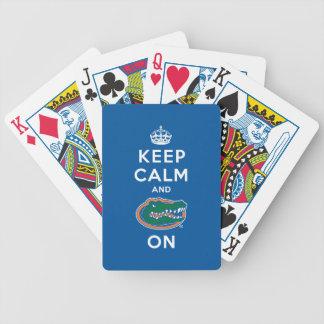 Guarde la calma y el azul del cocodrilo encendido baraja cartas de poker