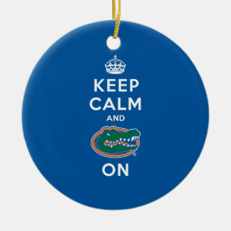 Guarde la calma y el azul del cocodrilo encendido  ornaments para arbol de navidad