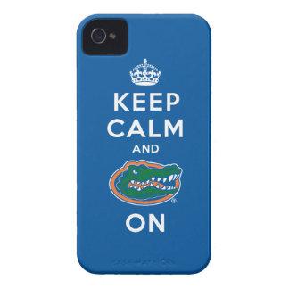 Guarde la calma y el azul del cocodrilo encendido  iPhone 4 cárcasa