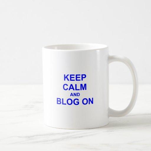 Guarde la calma y el blog en azul gris negro tazas de café