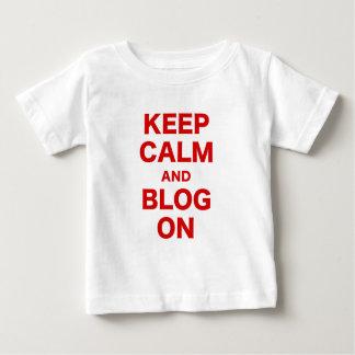 Guarde la calma y el blog encendido camisas