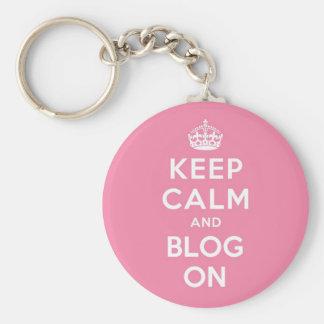 Guarde la calma y el blog encendido llavero redondo tipo pin