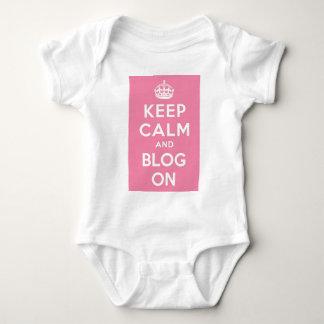 Guarde la calma y el blog encendido polera
