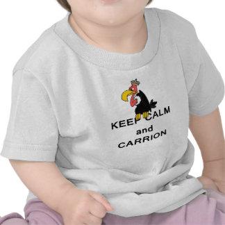 Guarde la calma y el buitre del Carrion Camisetas