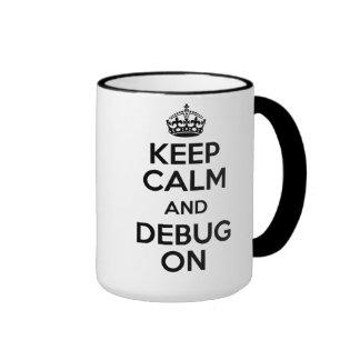 Guarde la calma y el café para eliminar errores taza de dos colores