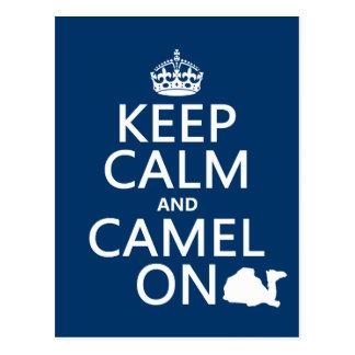 Guarde la calma y el camello en (todos los colores tarjeta postal