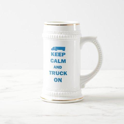 Guarde la calma y el camión encendido jarra de cerveza