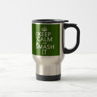 Guarde la calma y el choque él tenis cualquier tazas de café