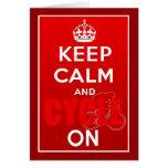 Guarde la calma y el ciclo en el ciclo británico tarjeta de felicitación