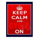 Guarde la calma y el ciclo en el ciclo británico postal