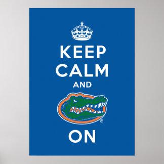 Guarde la calma y el cocodrilo encendido póster