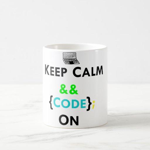 Guarde la calma y el código en la taza