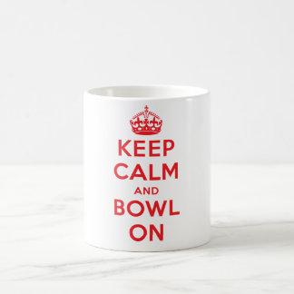"""""""Guarde la calma y el cuenco en"""" la taza (blanca)"""