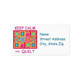 Guarde la calma y el edredón de remiendo multi del etiqueta de dirección