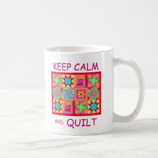 Guarde la calma y el edredón de remiendo multi del taza