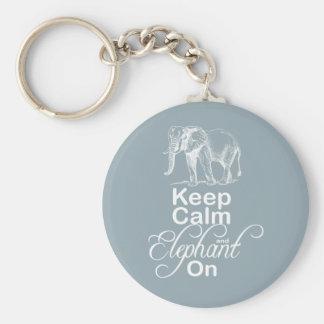 Guarde la calma y el elefante en azul del artículo llaveros personalizados